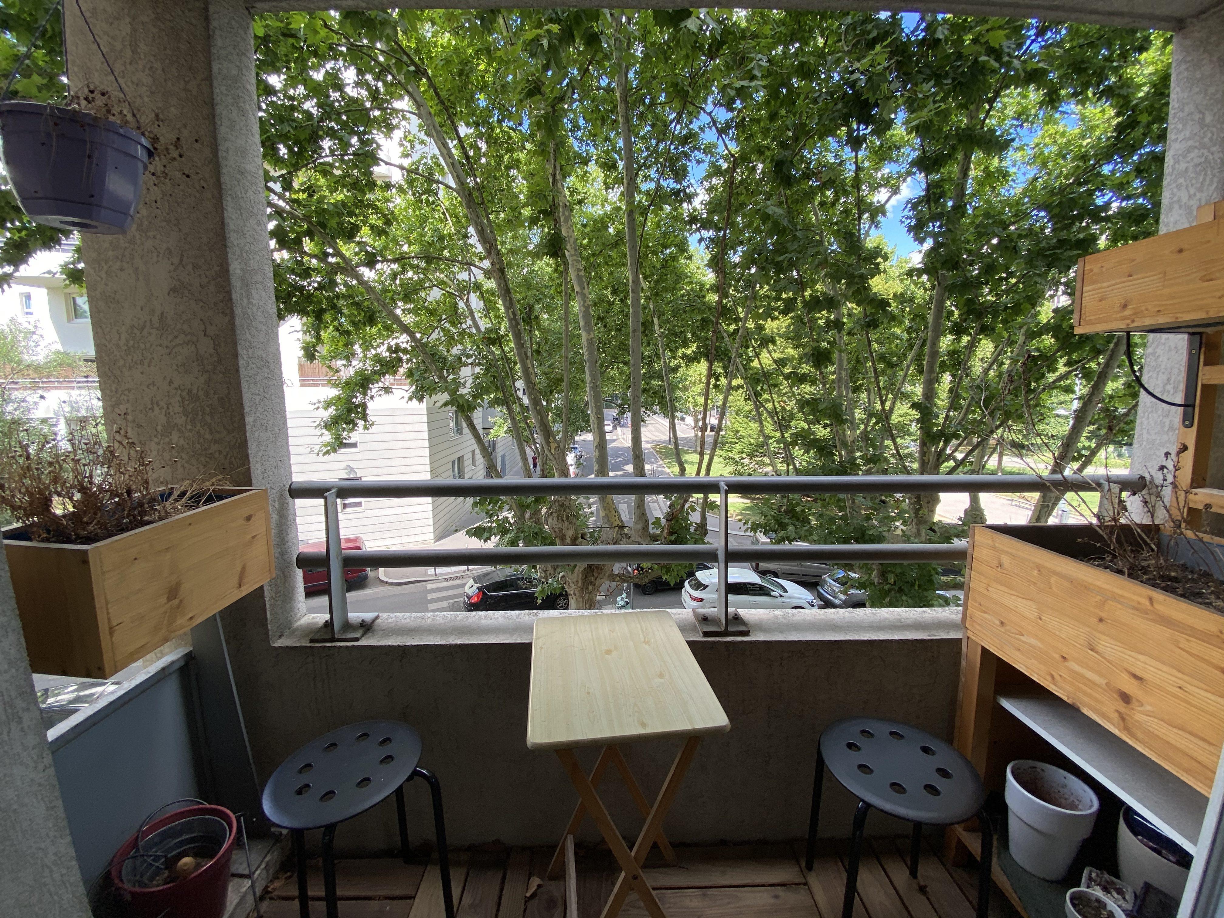 Deux pièces place Chorel avec garage et balcon