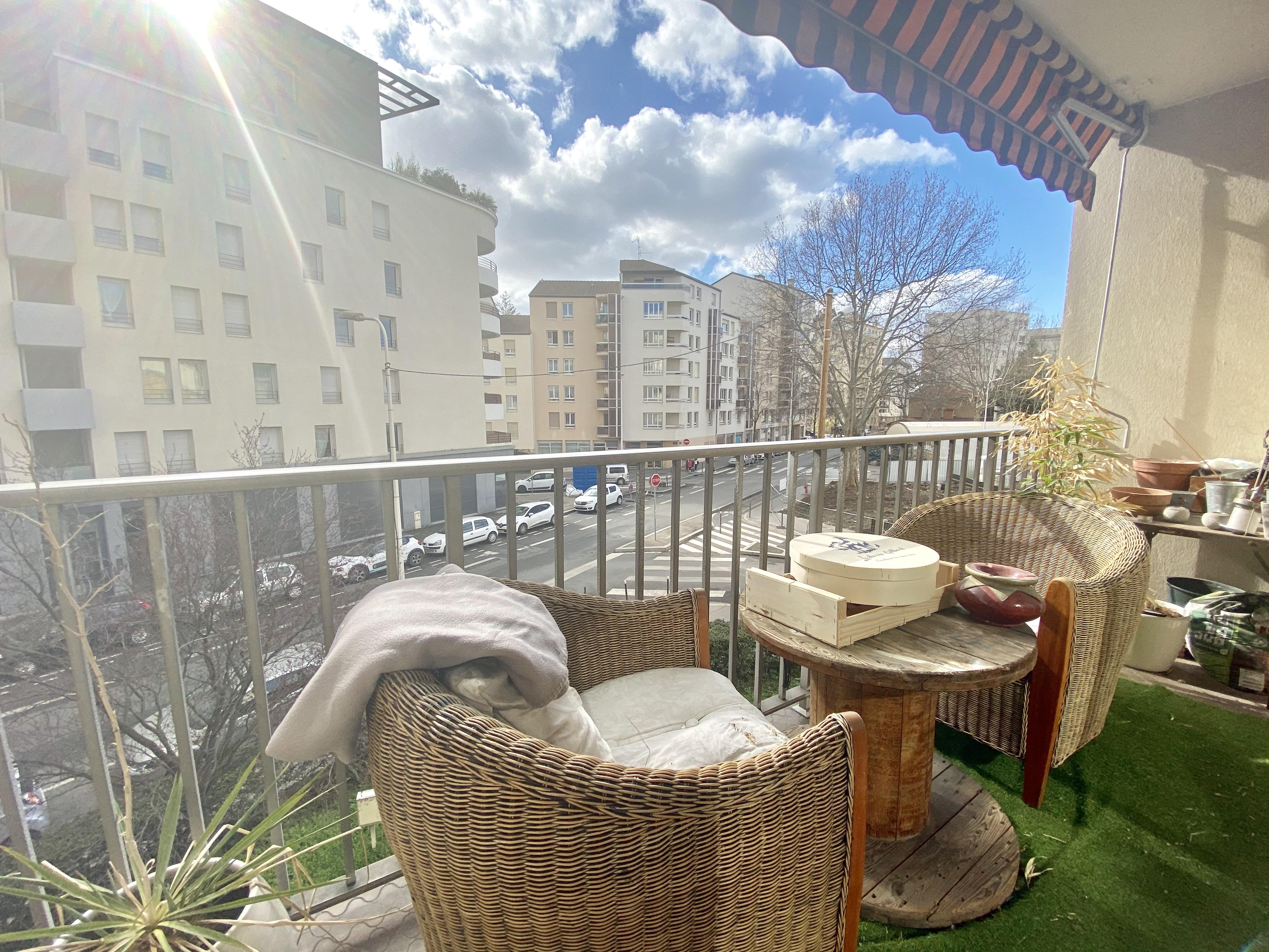 Quartier de la madeleine, trois pièces avec balcon